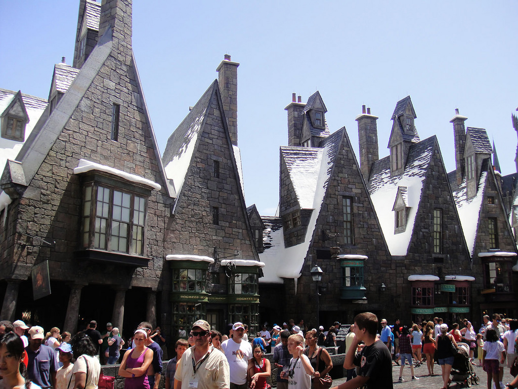 Joint the crowd at Hogwart's in Universal Studios.