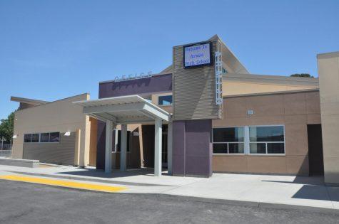A partir del 19 de marzo, la escuela permanece en sesión, pero muchas actividades y eventos han sido cancelados.
