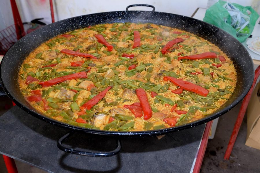 There are several ways to make paella, but only one right way, according to the Spanish cooks.