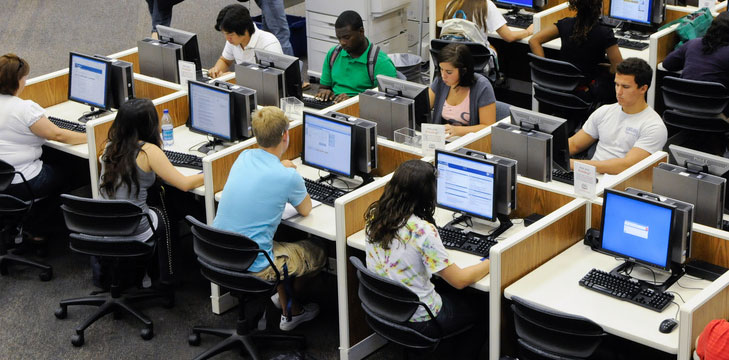 an analysis of the use of computers in school classrooms Analyzing test performance and computer uses of 986 fourth grade students from 55 classrooms in nine massachusetts school districts, the study found that the more regularly students use computers.